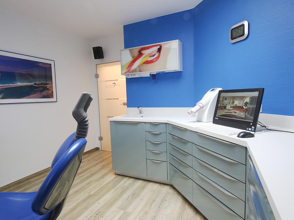 Zahnarztpraxis Krecker Behandlungsraum 2 rechte Ansicht