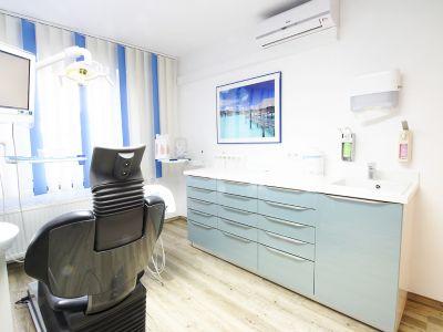 Zahnarztpraxis Krecker Behandlungsraum 3 linke Ansicht