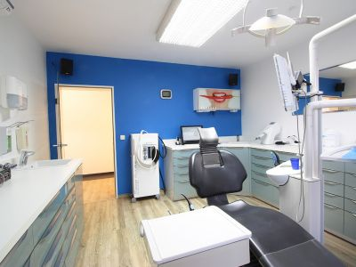Zahnarztpraxis Krecker Behandlungsraum 3 rechte Ansicht